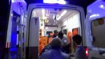 HASAN YILMAZ - Ticari Araç Traktöre Çarptı Açıklaması 3 Yaralı