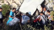 ZEMZEM - Hatay'da Kamyonet Tarım Aracına Çarptı Açıklaması 2 Ölü, 2 Yaralı