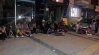 İNSAN TİCARETİ - Kaçakçılar Kargo Firmasının Aracıyla Yakalandı