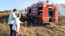ANIZ YANGINI - Köylülerden Yangın Söndürme Çalışmasına Destek