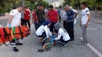 ALAY KOMUTANLIĞI - Manisa'da Otomobil Suriyeli Çocuğa Çarpıp Kaçtı