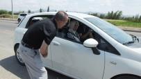 HÜSEYIN ÖNER - Burhaniye'De Kaymakam Öner Trafik Denetimine Katıldı Sürücüleri Uyardı