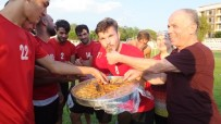 Burhaniyeli Futbolculara Baklava Ziyafeti