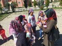 Gönüllü gençlerden öğrencilere hediye
