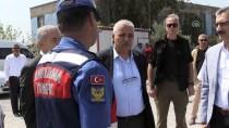 MUSTAFA HAKAN GÜVENÇER - Jandarma Ve Polisten Sürücülere Bayram İkramı