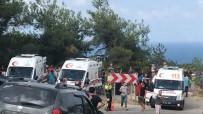 YOLCU MİDİBÜSÜ - Midibüs Uçuruma Yuvarlandı Açıklaması Çok Sayıda Ölü Ve Yaralı