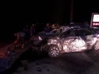 Otomobil Park Halindeki Tıra Çarptı: 3 Ölü