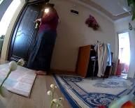 Eşyalar kaybolunca evine gizli kamera koydu! İzleyince gözlerine inanamadı