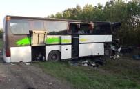 RUSYA - Rusya'da Otobüs Kazası Açıklaması 2 Ölü