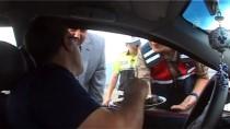 KUŞBURNU - Tokat'ta Sürücü Ve Yolculara Yaprak Sarma İkramı