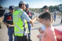 Vali Yılmaz, Çocuklara 'Kırmızı Düdük' Dağıttı