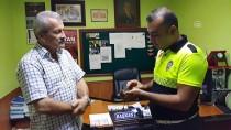 Yaralı Bıldırcın Kılavuzuna Polis Sahip Çıktı