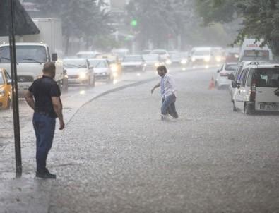 Ankara'nın caddeleri göle döndü