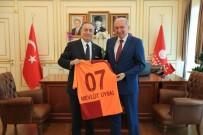 MEVLÜT UYSAL - Başkan Uysal'a, Galatasaray Forması