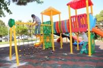 Burhaniye Belediyesi İlçeyi Modern Parklarla Donatıyor