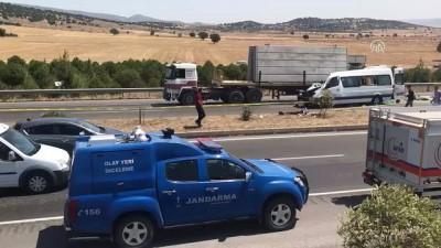 Kahramanmaraş'ta minibüs tıra çarptı: 2 ölü, 12 yaralı