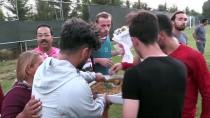 TAŞDELEN - Hatayspor'da Futbolculara Baklava İkramı