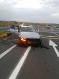 Kırıkkale'de Otomobil Bariyerlere Çarptı Açıklaması 5 Yaralı
