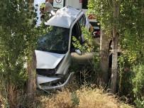 Otomobil Şarampole Uçtu Açıklaması 2 Ölü, 3 Yaralı