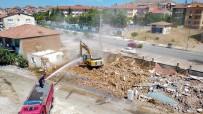 HIKMET ÖZDEMIR - Selçuklu Mahallesinde Yolda Kalan Üç Yapının Yıkımı Gerçekleşti