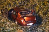 TEM OTOYOLU - Tıra Çarpan Otomobil Şarampole Devrildi Açıklaması 2 Ölü, 3 Yaralı