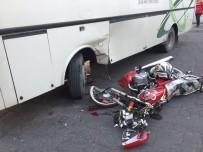 İŞÇİ SERVİSİ - Trafik Kazası Açıklaması 2 Yaralı