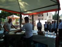 ÜNİVERSİTE MEZUNU - Üniversiteliler  Sahillerde Garsonluk Yaparak Geçiniyor