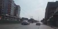 YARIŞ ATI - Yarış Atı Trafikte Otomobil Sürücülerine Korku Dolu Anlar Yaşattı