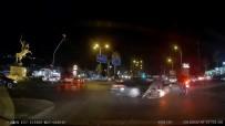 IŞIK İHLALİ - 2 Motosiklete Çarpan Otomobilin Kaza Anları Araç Kamerasına Yansıdı