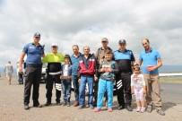 Ardahan'da Polisten Şeker Ve Kolonya İkramı