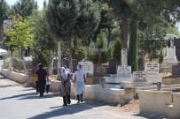 AREFE GÜNÜ - Gaziantep'te Mezarlıklar Arefe Gününde Doldu Taştı