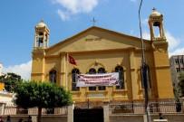 ORTODOKS KILISESI - Hıristiyanlar Kurban Bayramı'nı Kiliseye Pankart Asarak Kutladı