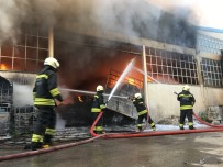MESCID - Plastik Ham Madde Deposundaki Yangın Güçlükle Söndürüldü