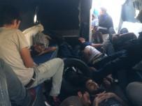 BALIKÇI TEKNESİ - Teknede Mahsur Kalan Kaçak Suriyeliler Kurtarıldı