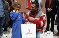 BAYRAM HEDİYESİ - Türk Kızılayı Çocukların Yüzünü Güldürdü
