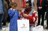 BAYRAM HEDİYESİ - Türk Kızılayı İstanbul Şubesi Çocukların Yüzünü Güldürdü