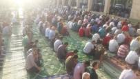 BAYRAM NAMAZI - Adıyaman'da Binlerce Kişi Bayram Namazı İçin Saf Tuttu