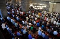 AK PARTİ MİLLETVEKİLİ - Bayram namazında camiler doldu taştı