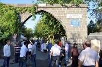 ALI HAYDAR - Bayram Sabahı Mezarlıklar Doldu Taştı