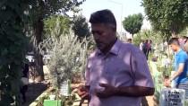 Diyarbakır'da Mezarlığa Gelenlere Şeker İkramı