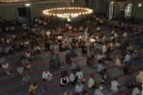 OKTAY KALDıRıM - Elazığ'da Bayram Namazında Camiler Doldu Taştı
