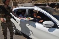 KONTROL NOKTASI - Irak Sınırında Jandarma Vatandaşın Bayramını Kutladı