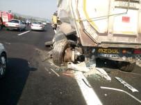 Otomobil Tıra Çarptı Açıklaması 2 Yaralı