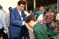 MUSTAFA AK - Başkan Ak Vatandaşlarla Bayramlaşarak Beraberlik Vurgusu Yaptı