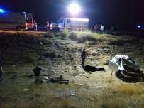 Kamyonla otomobil çarpıştı: 3 ölü, 2 yaralı