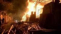 İTFAİYECİLER - Şanlıurfa Oduncular Pazarı'nda büyük yangın!