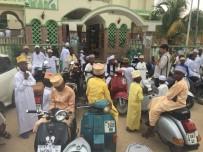 BAYRAM NAMAZI - Tanzanya'da Müslümanlar Bayram Namazı İçin Camileri Doldurdu