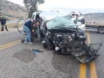 Tatile Giden Aile Kaza Geçirdi Açıklaması 2 Ölü, 4 Yaralı
