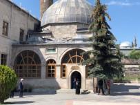 Harakani Türbesi'ne Bayram Ziyareti