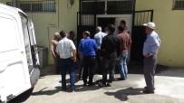 MEHMET TÜRKMEN - Kamyonet Kasasından Düşen Seyyar Satıcı Öldü